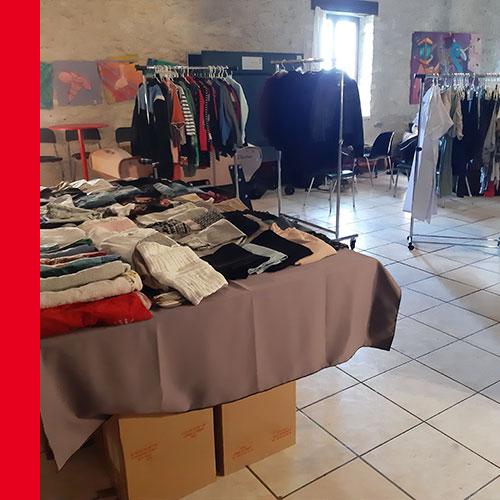Troc vestimentaire au centre social de Saint Gilles.