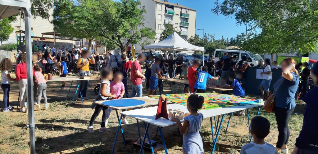 Manifestion festive organisée par La Croisée au Parc des Sophoras, Saint Gilles du gard